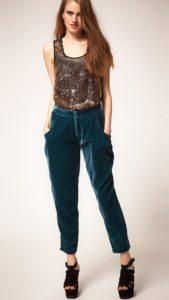 Бархатные брюки с ярким топом