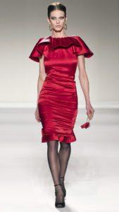 С чем носить блестящее платье цвета бордо