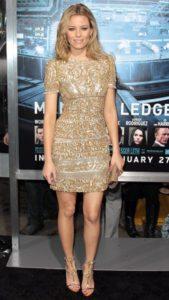 С чем носить блестящее золотое платье
