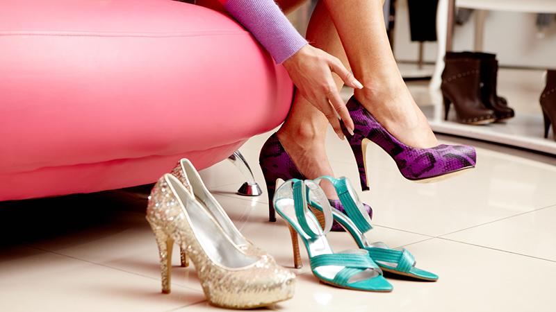 Чрезмерно большая обувь, неудобная обувь – вы не ощущаете поддержки, вам дискомфортно от неясности вашего положения.