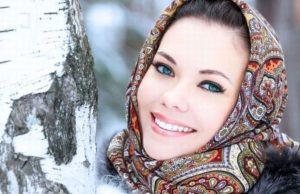Как носить пуховик и платок