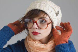 Как носить шапку бини с короткими волосами