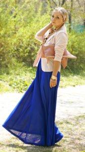 С чем носить синюю юбку макси