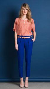 С чем носить ярко-синие брюки