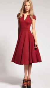 С чем носить бордовое платье
